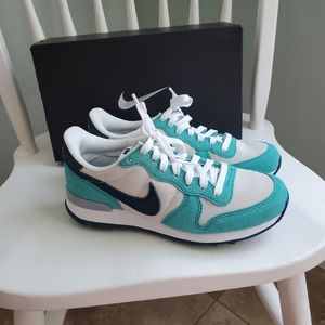 NIKE ID aqua and navy suede sneakers 6.5